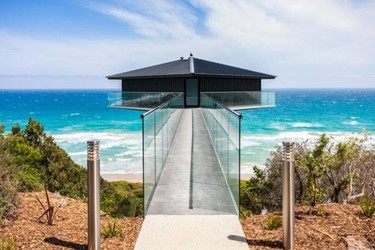 The Pole House, una increíble casa sobre un poste en la costa australiana