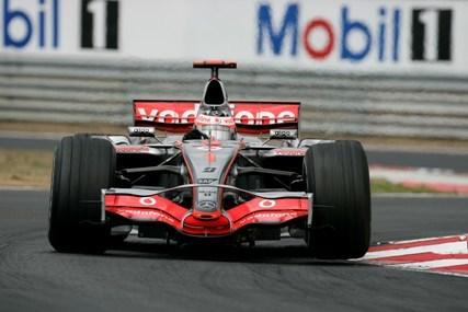 Alonso ya manda en Monza, por delante de Hamilton