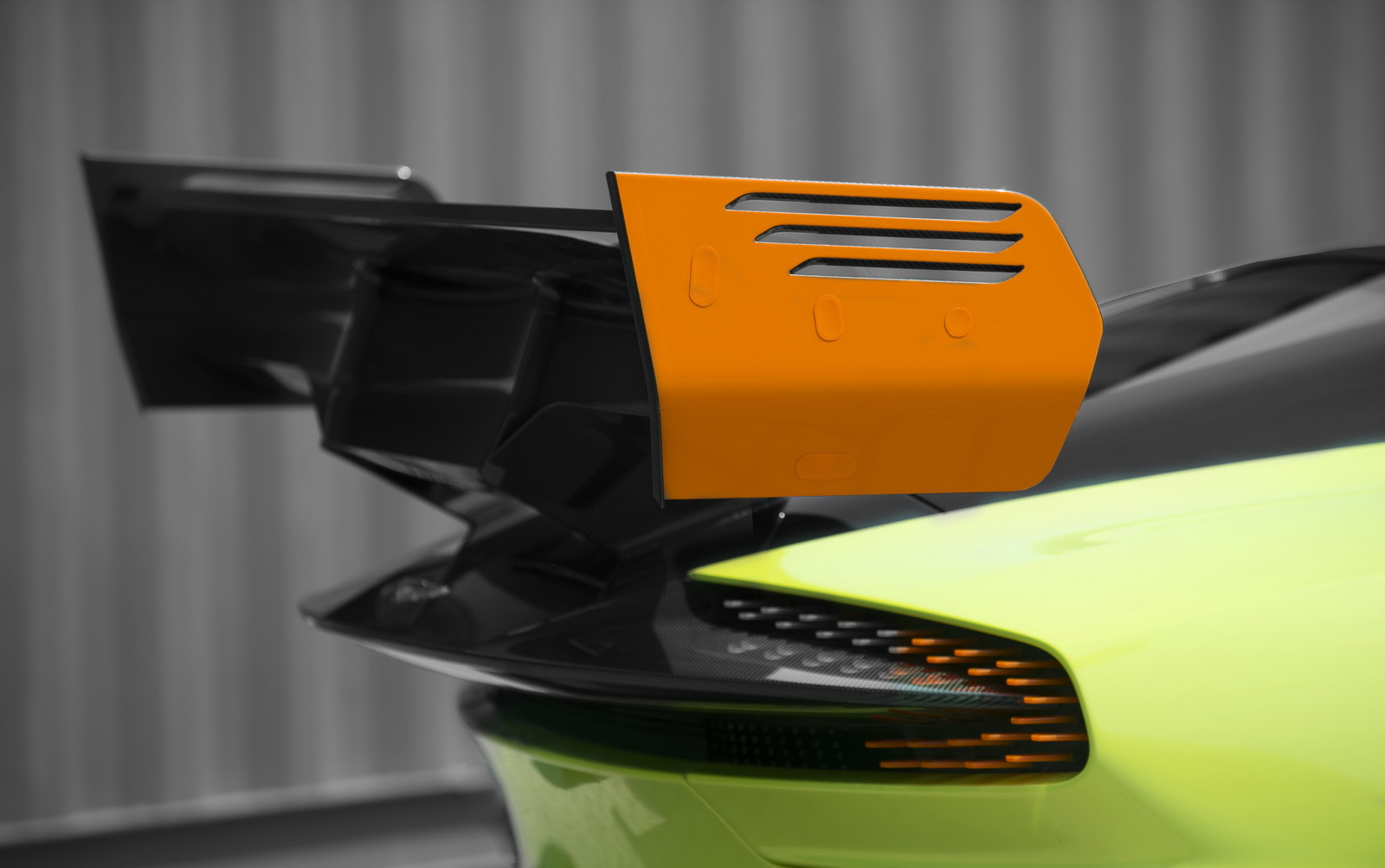Foto de Aston Martin Vulcan AMR Pro (6/17)