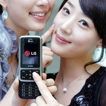 LG SH240, teclado con tacto de piel