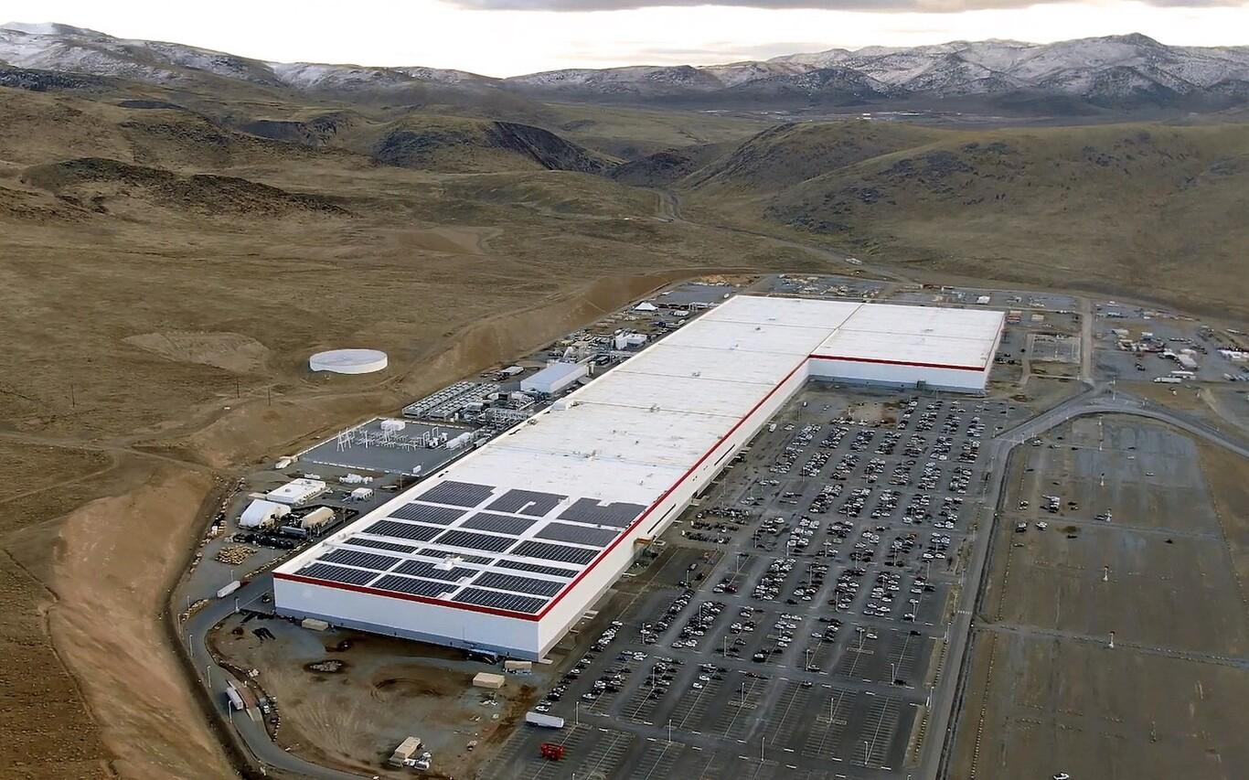 Tesla minará su propio litio: las baterías para coches eléctricos van a disparar la necesidad de este mineral y Elon Musk busca anticiparse