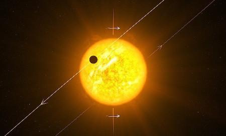 El curioso caso del planeta que seguía una órbita polar