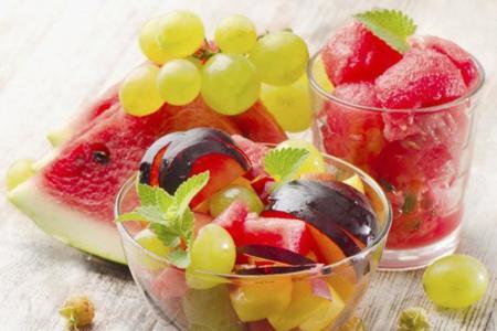 Menta y frutas frescas, una sana combinación de alimentos