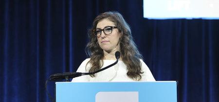 Mayim Bialik reacciona al escándalo de Weinstein: una feminista que da una de cal y otra de arena