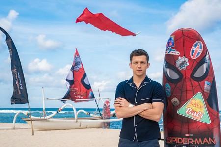 Tom Holland revive la camisa pijama para la promoción de Spider Man en Indonesia