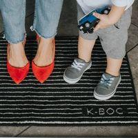 Este felpudo con tejido inteligente promete eliminar las bacterias de nuestros zapatos antes de entrar en casa