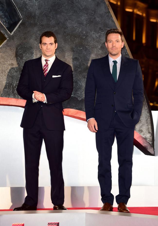 Batman y Superman lo tienen claro: el traje de tres piezas es lo más elegante
