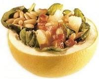 Ensalada de espinacas con piñones en pomelo