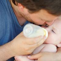 Una pareja gay se queda sin su bebé de gestación subrogada porque el padre es la pareja de la mujer