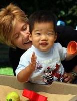 La Universidad de Sevilla ayuda a las familias que adoptan niños extranjeros