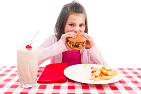 Demasiada sal, también en los menús infantiles de comida rápida