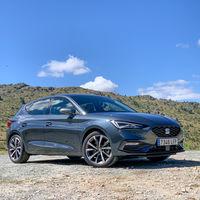 Los coches más vendidos de España en 2020: SEAT León, Dacia Sandero y Renault Clio en el podio