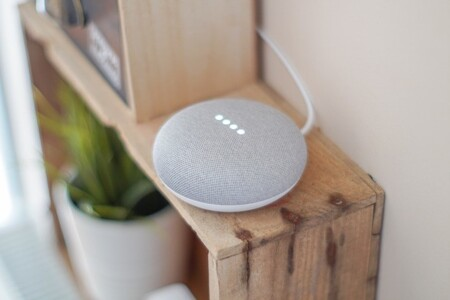 Nest Mini, el altavoz inteligente de Google que arrasará en este Black Friday 2020, a precio de escándalo en Plaza: llévatelo por 17 euros