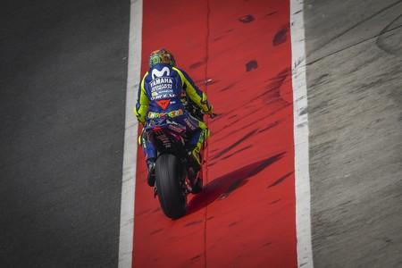 Las Yamaha vuelan a ritmo de pole el segundo día en Sepang y siguen los experimentos con los carenados