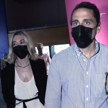 Marta Ortega, fiel a su estilo con vestido blanco y blazer negra en el desfile del diseñador Roberto Torretta