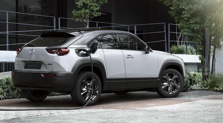 El Mazda MX-30 ya tiene precio en España: un SUV eléctrico con puertas suicidas y 200 km de autonomía desde 34.590 euros