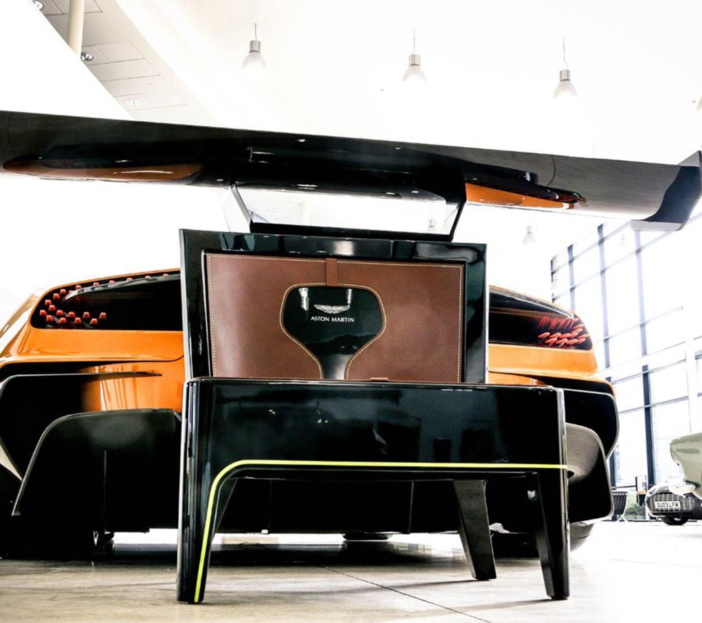 Aston Martin silla
