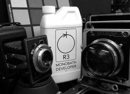 Los tres baños de la fotografía química son cosa del pasado: lo que se lleva ahora es el baño único
