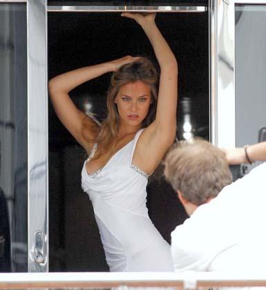 Sesión de fotos completa de Bar Rafaeli en Cannes