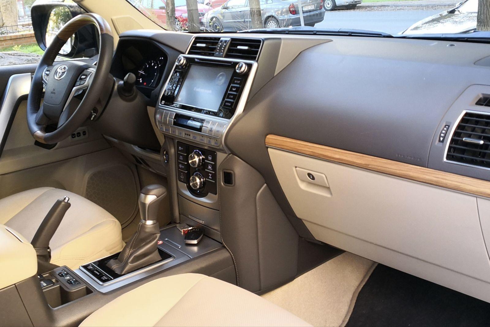 Foto de Toyota Land Cruiser Limited - Fotos interiores (9/25)