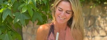 Trikini y short vaquero: el combo veraniego que propone con acierto Amelia Bono