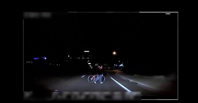 Este es el vídeo del momento en el que el coche autónomo de Uber atropelló y mató a una mujer
