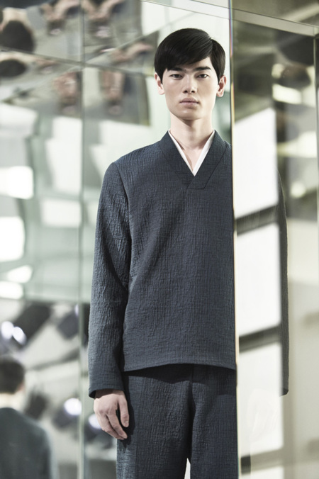 COS presenta su nueva colección para el próximo invierno minimalista y vanguardista en Hong Kong