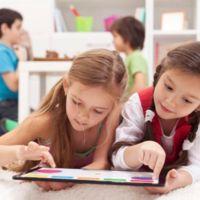 El anacrónico colegio que prohíbe las pantallas en clase y en casa hasta los 12 años