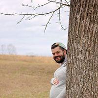 La divertida foto de maternidad en la que ¡es él quien aparece embarazado!