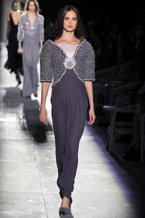 Foto de Chanel Alta Costura Otoño-Invierno 2012/2013: rosa, gris, brillos y nuevo vintage (34/61)