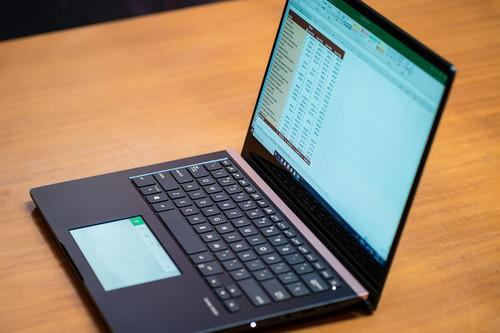 ASUS metió dos pantallas en sus nuevos ZenBook Pro: una 4K de 15 pulgadas y la segunda en el trackpad a todo color y táctil