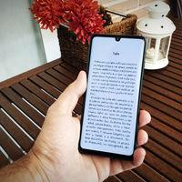 En defensa de leer libros en el móvil: por qué ya no leo tanto ni en papel ni en el lector de e-books