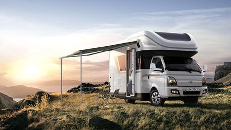 Así es la Hyundai Porest: una completa autocaravana que se alarga cuando está parada y con una cama que baja del techo