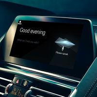 El nuevo 'Siri' de BMW quiere ser tu copiloto: lo mismo  te da consejos de conducción que reserva en un restaurante