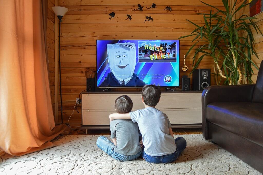 Cada vez más niños ven telenovelas en México: durante la pandemia por COVID niños ven la televisión por 4 horas con 44 minutos a diario