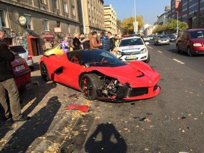 Dolorpasión™: Truco o trato con un Ferrari LaFerrari