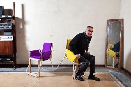 Assunta, una silla que te ayuda a levantarte