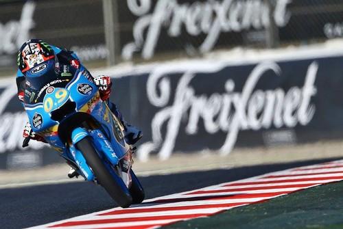 Jorge Navarro consigue su primera victoria de Moto3 en una carrera épica