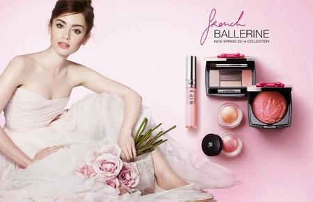 Ya está aquí la primera imagen de la colección French Ballerine de Lancôme con Lily Collins, ¡perfecta!