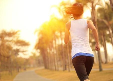 Practicar ejercicio al aire libre en verano y no morir en el intento