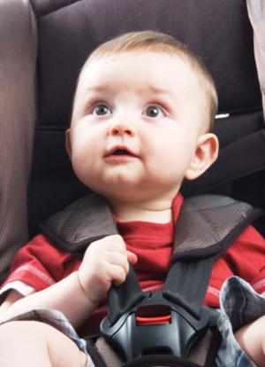 """""""Llevar al bebé en el coche sin abrochar es como dejarlo en casa con una pistola cargada"""""""