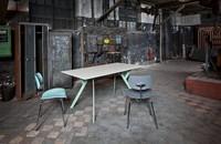 Typus, mesa de trabajo y comedor delicada en la forma pero resistente en el fondo