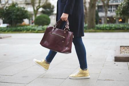 Brilla a cada paso con un calzado dorado