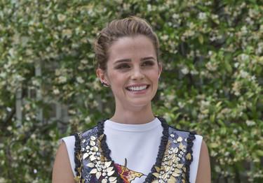 Emma Watson luce y alaba el diseño español en su look para asistir al Paris Fashion Week