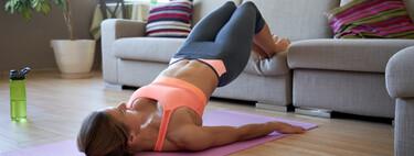 Siete ejercicios que puedes hacer en casa para conseguir unos glúteos y piernas fuertes y con volumen