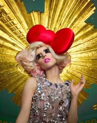 Lady Gaga y sus modelitos para homenajear a 'Hello Kitty'