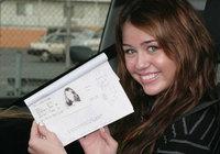 Miley Cyrus ya puede conducir