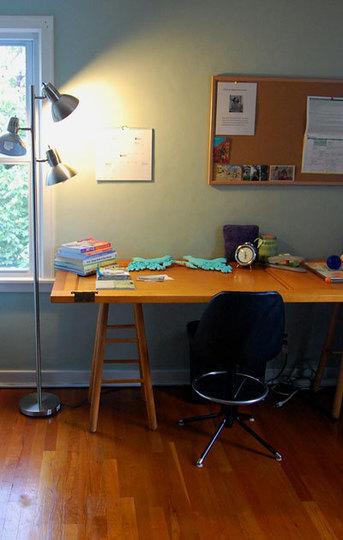 Recicladecoración: una puerta como mesa de escritorio