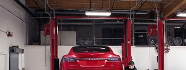 Los Tesla ahora pueden autodiagnosticarse, pedir piezas e incluso llamar a la grúa antes de que el coche se pare