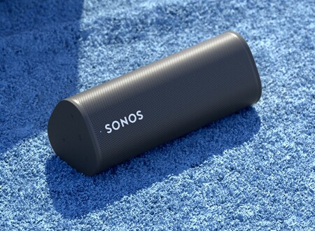 Sonos Roam: el altavoz más económico de Sonos hasta la fecha es portátil, resistente al agua y adapta su sonido según dónde lo llevemos